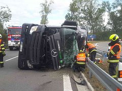 Převrácený kamion na dálnici D1.