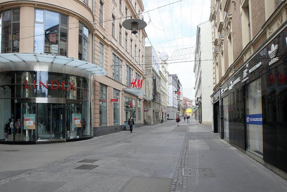 Česká ulice v Brně takřka bez lidí v pátek 20. března 2020.