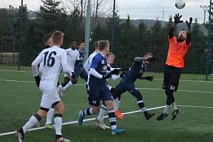 V prvním utkání v rámci zimní přípravy remizovali druholigoví fotbalisté SK Líšeň (modré dresy) s třetiligovým MFK Vyškov 1:1. Zápas se hrál na umělé trávě v Líšni.