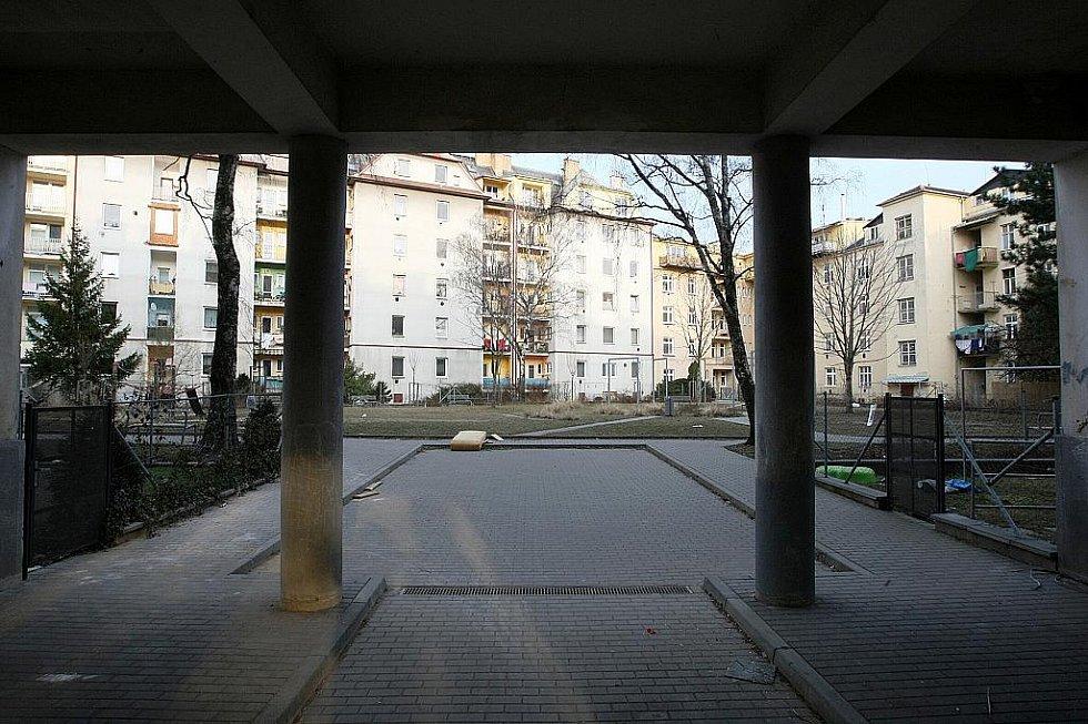 Vnitroblok v brněnské Zvěřinově ulici.
