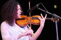 Zpěvačka, houslistka a herečka Iva Bittová vystoupí v kavárně Trojka.