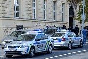 Výbuch v centru Brna. Ve vnitrobloku rektorátu Masarykovy univerzity explodovaly v den svatého Václava plynové lahve. Hasiči a záchranáři na místě ošetřovali zraněné.