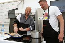 Přípravu ryby se zeleninovou provensálskou polévkou předvedl šéfkuchař Zdeněk Polreich. Na svém workshopu ji připravoval spolu s lidmi z publika, třeba s fotbalistou Petrem Švancarou.