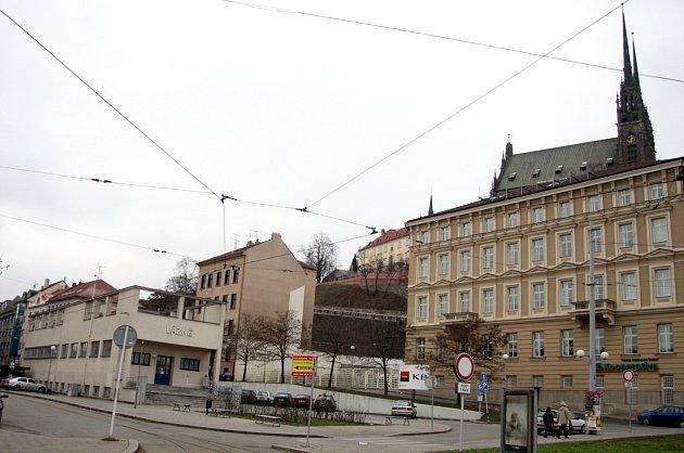 Místo vodárny jsou v Kopečné ulici už více než sto let lázně.