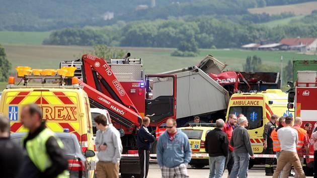 Před desátou hodinou se ve směru na Vyškov u Bedřichovic na Brněnsku srazila tři nákladní auta.