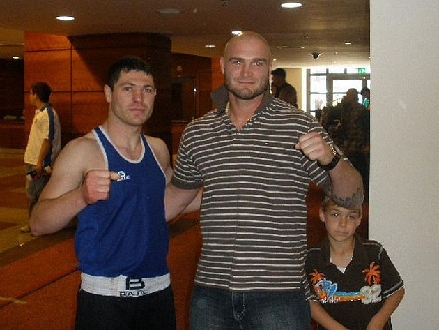 Brněnský boxer Vardan Besaljan (vlevo) chce navázat na úspěchy Lukáše Konečného (vpravo), který jako poslední Čech získal medaili na světovém šampionátu.