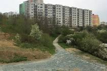 Na okraji sportovního areálu Pod Plachtami v brněnském Novém Lískovci vznikne přírodní hřiště.