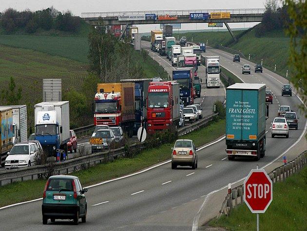 Nahradí dálnice běžnou silnici?