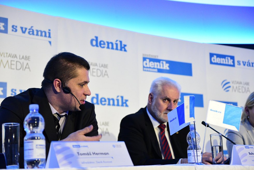Šéfredaktor Deníků Rovnost Tomáš Herman a jihomoravský hejtman Bohumil Šimek.