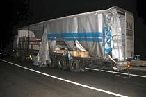 Hlavní tah z Brna na Svitavy, silnici I/43, brzo ráno zcela zablokovala nehoda dvou nákladních aut u České na Brněnsku.