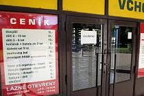 Zavřené koupaliště v brněnských Zábrdovicích.
