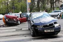 Řidiči, kteří od roku dva tisíce jezdí bezpečně a nebourali, tedy neuplatňovali pojistné plnění, mohou mít příští rok slevu už čtyřicet procet.