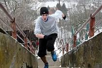 Vyběhnout sto čtyřicet čtyři schodů na čas. I tak se dá oslavit příchod nového roku. V Bílovicích nad Svitavou na Brněnsku takto slaví už po jedenadvacáté.