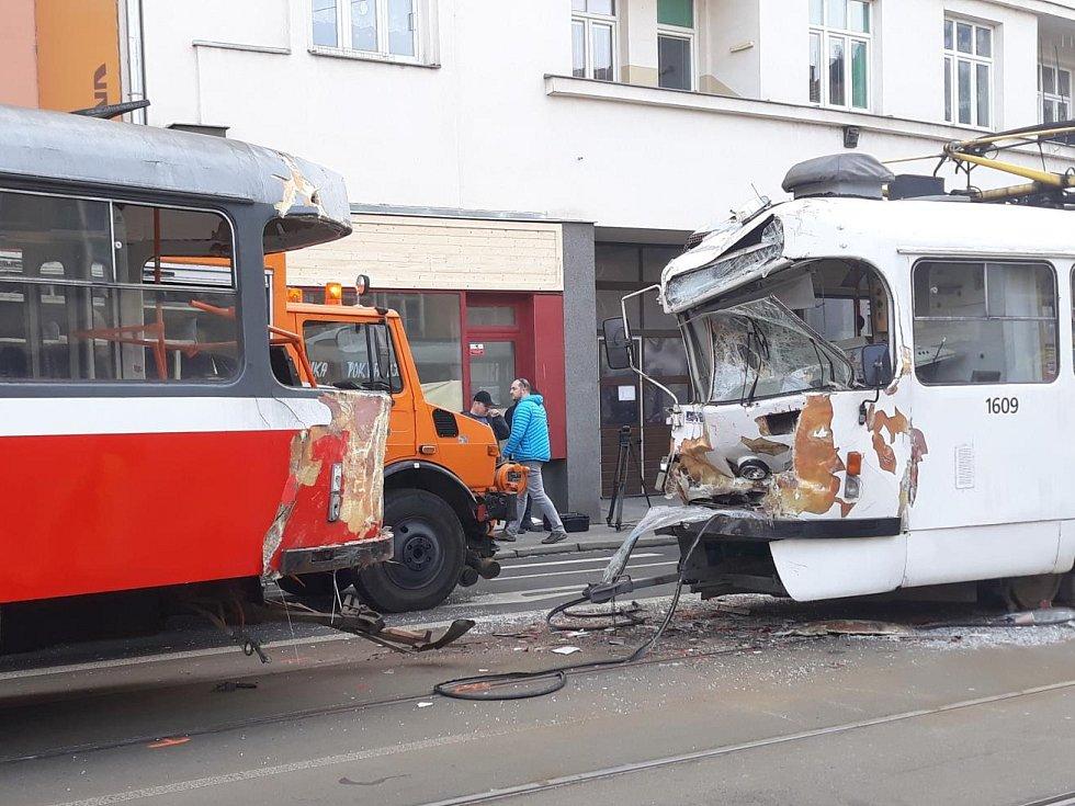 Pondělní srážka dvou šalin v Brně.