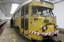 Nový nátěr a náhradní díly z jiného stroje plánují technici dopravního podniku pro pětapadesát let starou tramvaj Tatra T2. Žlutě natřené vozidlo odkoupil z Ostravy. Brněnský dopravní podnik plánuje využít vůz k retro jízdám jako další historické vozy.