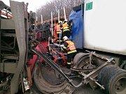 Nehoda dvou kamionů na 207. kilometru dálnice D1 u Rohlenky.