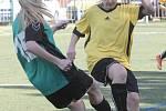 Malá kopaná žen. Zápas mezi Sport Centrem Srbská (ve žlutých dresech) a Dynamem Brno.
