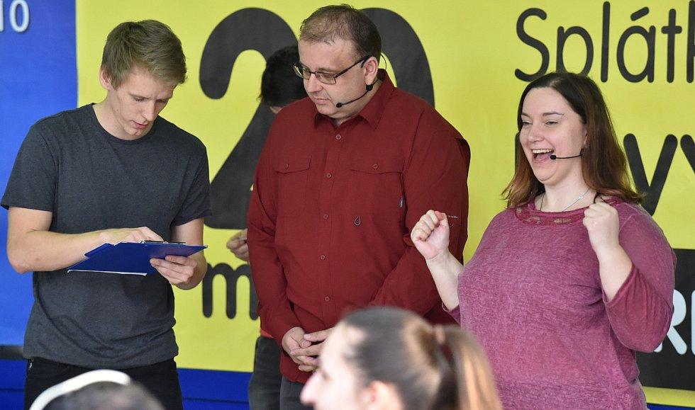 Své znalosti si na sérii záludných otázek ve známé soutěži AZ Kvíz vyzkoušeli na vlastní kůži soutěžící v brněnském nákupním centru v Králově Poli. Zvědaví diváci díky několika videím a rozhovorům nahlédli do zákulisí televizního studia.