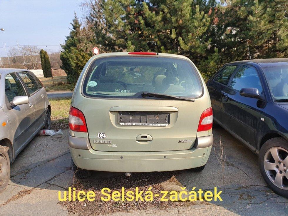 Odstavená auta a vraky v Brně.
