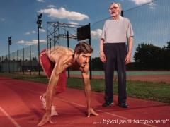 Nový charitativní kalendář na rok 2017 vydala nadace Život s demencí. Slavné osobnosti jsou stylizovány do póz připominající dřívější povolání či koníčky pacientů. Na fotografii pacient s olympijským vítězem v moderním pětiboji Davidem Svobodou.