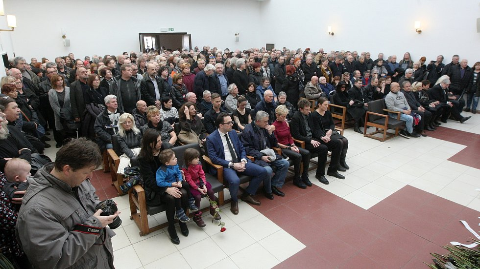 Pohřeb hudebníka a zpěváka Oldřicha Veselého, bývalého člena Synkop 61 a skupiny Blue Effect.