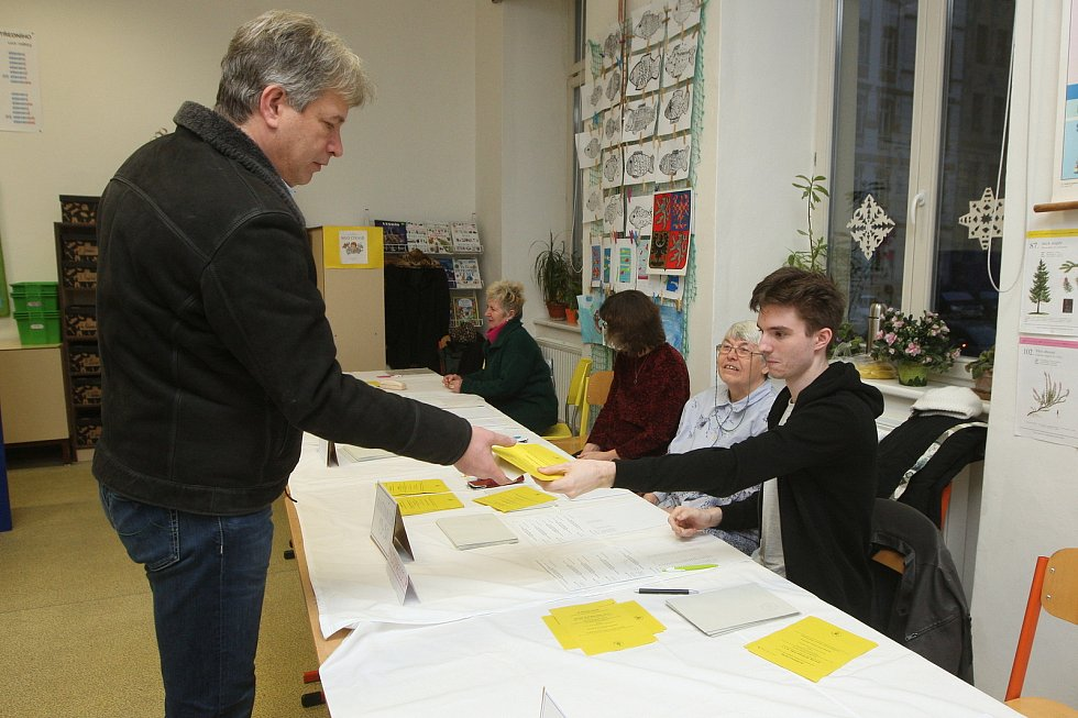 V druhém kolo prezidentských voleb odvolil i bývalý primátor a současný poslanec Roman Onderka.
