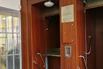 Výtah na poště v Brně, kde uvízl kočárek.