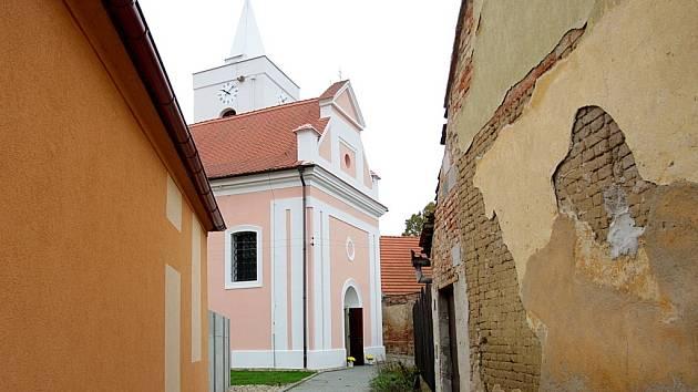 Kostel svatého Štěpána v Malešovicích.
