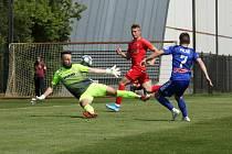 Fotbalisté Zbrojovky Brno (v červeném) prohráli oba přípravné duely na hřišti prvoligové Olomouce. Foto: Petr Nečas