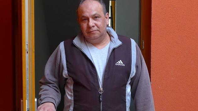 Domovník v jednom z městských bytových domů ve Francouzské ulici Jaroslav Gábor.