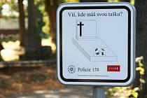 Ústřední hřbitov v Brně je hodně rozlehlý. I proto ho poměrně často navštěvují zloději. Kradou hlavně kovové věci, které se dají prodat. Zajímají je ale i tašky návštěvníků.