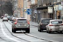 Zatímco nyní je Údolní ulice v centru města pro řidiče téměř jistým místem kde si za parkování mohou vykoledovat pokutu nebo odtah auta, už brzy v ní zaparkují svá auta bez problému. Díky nové vyhlášce na jedné straně ulice.