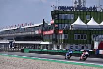 Trénink kategorie MotoGP na Velkou cenu České republiky, závod mistrovství světa silničních motocyklů 3. srpna 2018 v Brně. Cílová rovinka Masarykova okruhu.