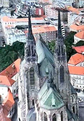 Moravská metropole dostala letos od společnosti Apple dárek v podobě trojrozměrné plastické mapy města, takzvaný Flyover. Zařadila se tak po bok velkoměst jako New York, Londýn, Tokio nebo Madrid.
