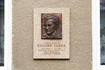 V brněnských Židenicích má Eduard Farda na rodném domě pamětní desku.