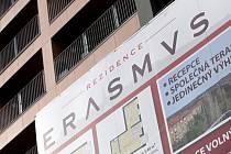 Rezidence Erasmus v brněnském Králově Poli měla sloužit k ubytování akademiků. Ti o byty nemají zájem, investor je tak nabízí i ostatním. Brněnské Vysoké učení technické kvůli tomu hrozí firmě Aikona soudem.
