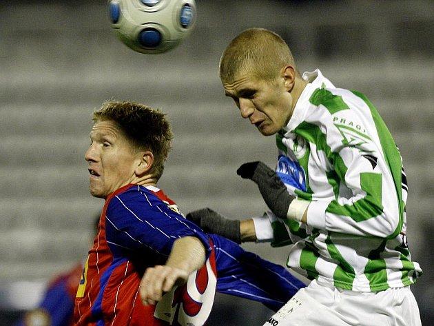 Brněnský fotbalový obránce Josef Dvorník (vlevo) se v sobotním zápase proti Českým Budějovicím postaví po boku navrátilce Jana Trousila.