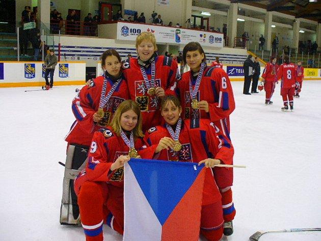Martina Křupková z brněnských Bulldogs (nahoře uprostřed).