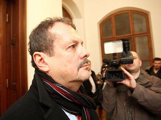 TREST POTVRZEN. Jaroslav Přikryl u krajského soudu v Brně.