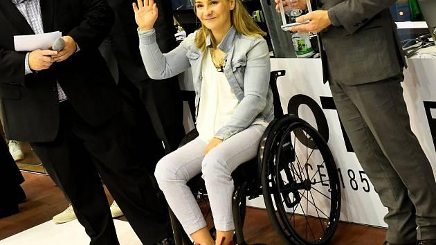 Při Světovém poháru v Berlíně uděloval německý svaz primáty nejlepším jezdcům. Ženám kralovala Kristina Vogelová, která sklidila neutuchající aplaus. Pro cenu si dojela na invalidním vozíku, na který ji upoutala nešťastná nehoda na tréninku.