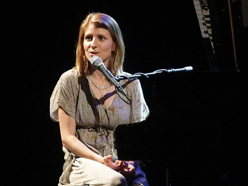 Očekávaný koncert v Mahenově divadle odehrála v pondělí večer Markéta Irglová, držitelka Oscara za originální píseň k filmu Once. Do Brna si přivezla hosta – islandského zpěváka a kytaristu Svavara Knútura.