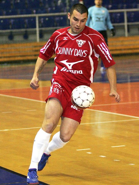 Fotbalista Tomáš Mica.