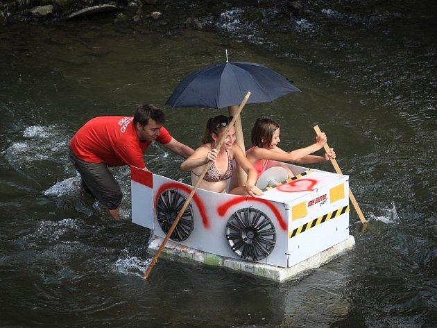 Na Černovickém nábřeží se zájemci utkali o vítězství v takzvané neckyádě. Na Svitavu nasedli v libovolném plavidle a snažili se označenou trať projet co nejrychleji.