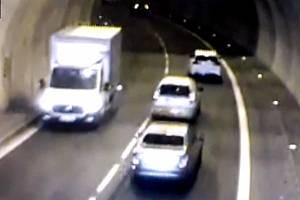 Řidič dodávky, který projel Pisáreckým tunelem v protisměru.