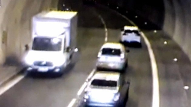 Spletl si cestu a ohrozil řidiče. Dodávka projela Pisárecký tunel v protisměru
