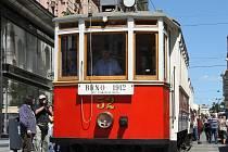 Historická tramvaj na náměstí Svobody v Brně.