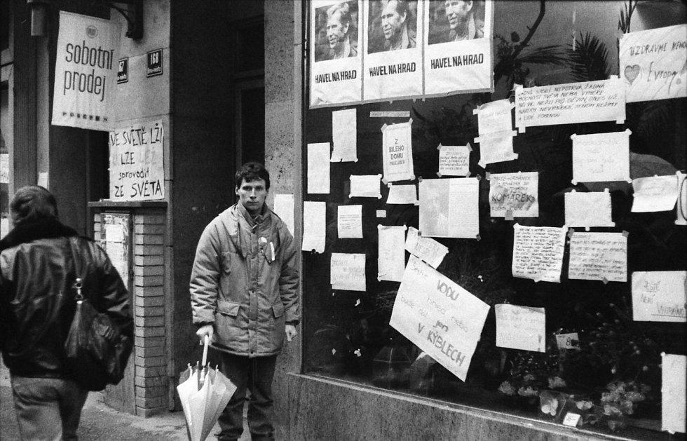 Snímek z listopadových událostí 1989 v Brně, fotil nynější primář Centrálních operačních sálů FN Brno Tomáš Svoboda