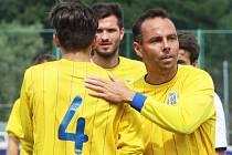 Bývalý fotbalista Josef Němec (vpravo).