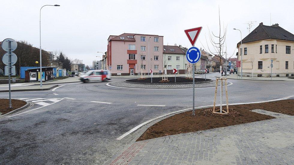 Nový kruhový objezd v brněnských Černovicích.