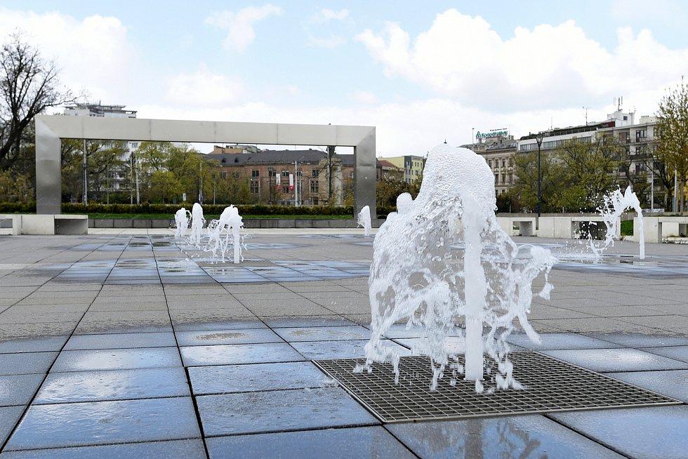 Brno 14.4.2020 - fontána před Janáčkovým divadlem